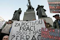 Shromáždění za demisi vlády, která se konala na náměstích větších měst. Václavské náměstí ve čtvrtek 15. března