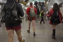 Několik lidí se 11. ledna v pražském metru zúčastnilo No pants subway ride.