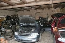 Středočeští kriminalisté zatkli zloděje aut na Žatecku