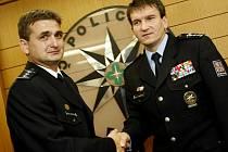 VYŠŠÍ BEZPEČNOST. Policejní prezident Oldřich Martinů i šéf pražské policie Martin Červíček (vlevo) slibují více policistů v ulicích.