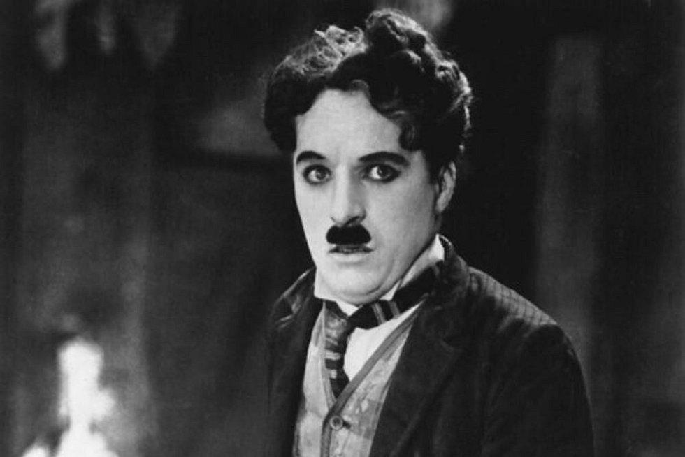 Děti si mohou zkusit v online hereckém kurzu, jaké to je stát se Charlie Chaplinem.
