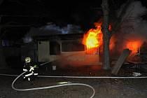 Hasiči zasahovali u požáru opuštěných budov na Strahově.