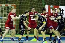 TUHÝ BOJ s remízovou tečkou přinesl poslední pražský zápas mezi Duklou a Lovosicemi.