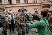 Příznivci historické techniky si v Praze 27. dubna každoroční jízdou amerických historických vojenských vozidel s názvem Convoy of Liberty připomněli konec 2. sv. války. První zastávkou konvoje byla tradičně americká ambasáda.