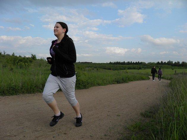DO LETŇANSKÉHO LESOPARKU chodí běhat dvaadvacetiletá Lucie Volemanová i několikrát týdně. Sportovní vyžití zde nacházejí ale i bruslaři, cyklisté či pejskaři.