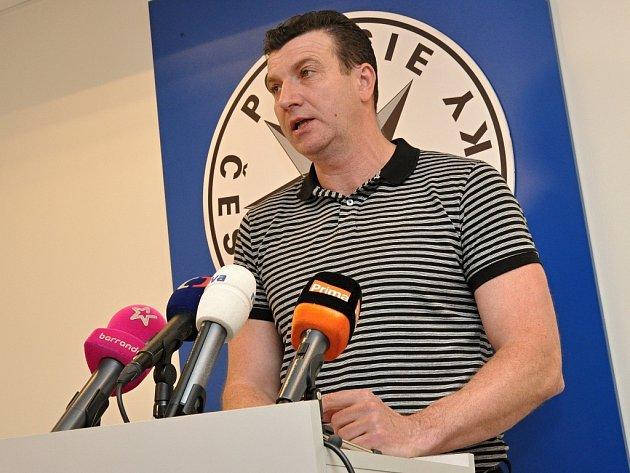 O objasnění výbuchu auta, které 22. dubna 2015 explodovalo na sídlištním parkovišti v Milánské ulici v Horních Měcholupech, informoval novináře šéf pražské mordparty Josef Mareš.