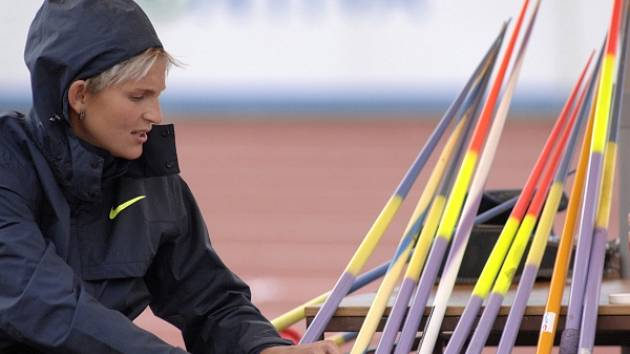 KOLIK TO BUDE? Barbora Špotáková by na Julisce ráda překonala vlastní rekord a hodila přes sedmdesát metrů.