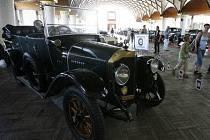 JEDEN Z EXPONÁTŮ. Veterán Benz je z roku 1914.