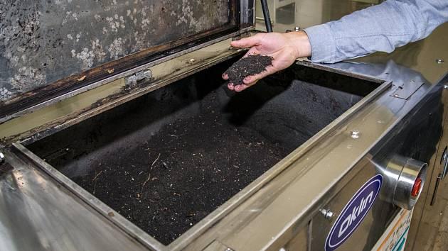 V elektrickém kompostéru, přímo v areálu Zoo Praha, vzniká výsledný substrát, který zoo dále využije.