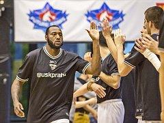 Basketbalista USK Cadarian Raines.