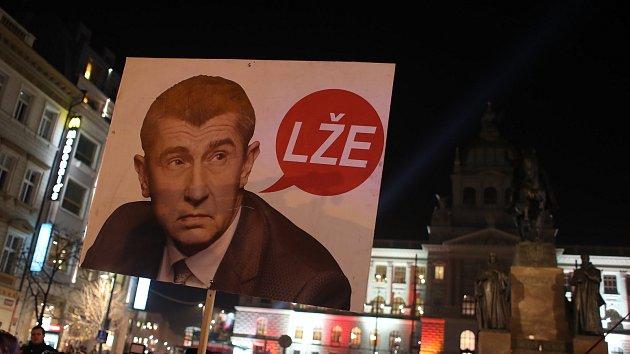Demonstrace proti Andrejovi Babišovi (ANO) kvůli novým skutečnostem v kauze Čapí hnízdo na pražsk