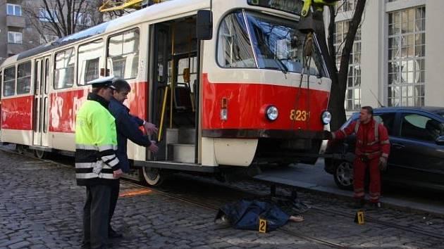 Bezdomovkyně střet s tramvají nepřežila.