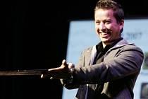 Hlavní postavu v muzikálu Hamlet ztvární rocker Petr Bende, ten byl nabídkou Jana Ledeckého nadšen.