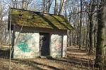 Studniční domek v oboře Hvězda. Před opravou.
