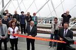 Od 12:30 probíhal na mostě proslov primátora Tomáše Hudečka a náměstka primátora Jiřího Nouzy. První tramvaje s cestujícími vjedou na most zhruba ve 4:30 v pondělí 6. října. Ve 13 hodin proběhlo ukládání pamětních listin a mincí do konstrukce mostu.