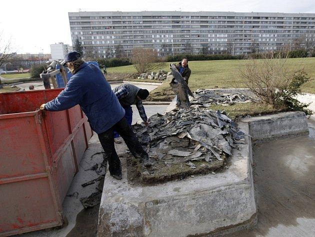 Rekonstrukce parku Přátelství na pražském Proseku v roce 2008.
