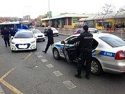 Příjezd policie ke konfliktu.