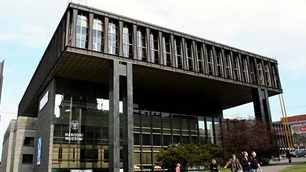 Nová budova Národního muzea. Někdejší Federálního shromáždění od architektů Karla Pragera,Jiřího Kadeřábka a Jiřího Albrechta.