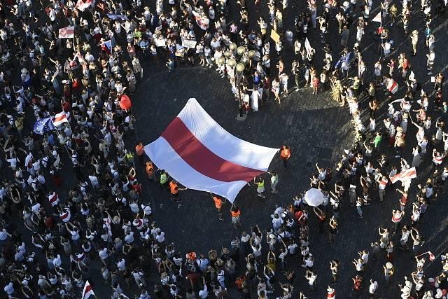 Protest na Staroměstském náměstí za svobodné Bělorusko.