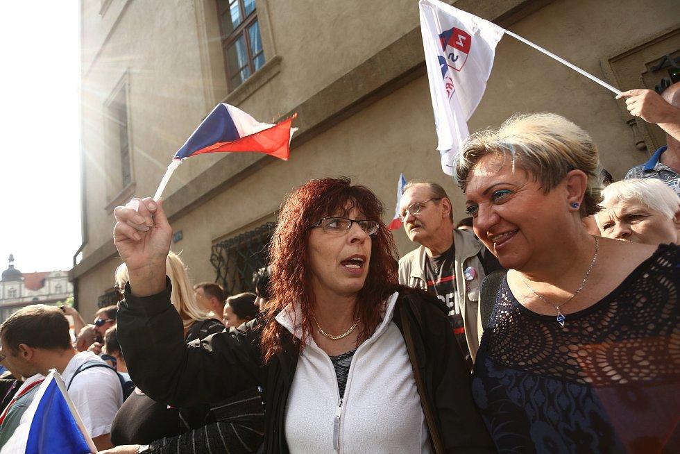 Demonstrace na Malostranském náměstí a ve Sněmovní ulici ve středu 9. června 2021.