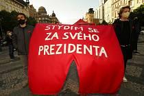 Demonstrace na Václavském náměstí ve čtvrtek 20. května 2021 proti prezidentu Miloši Zemanovi a ministryni spravedlnosti Marii Benešové (za ANO).