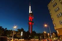 Žižkovská věž v polských barvách.