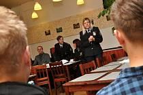 Besedu v domově mládeže v pražském Braníku pro posluchače ve věku od 15 do 18 let připravily preventistky policejního prezidia.