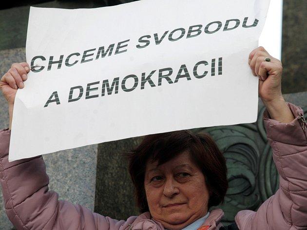 Demonstrace za demisi vlády - Holešovská výzva se konala v pátek 16. března 2012 na Václavském náměstí v Praze.
