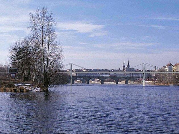"""Soutěž """"Lávka pro chodce a cyklisty Holešovice – Karlín"""" byla vypsána již v roce 2000."""
