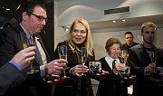 Česká národní banka zahájila ve středu 12. listopadu 2014 v Praze prodej pamětní stříbrné mince k 25. výročí událostí 17. listopadu 1989. Slavnostního křtu pamětní sady se zúčastnila i Dagmar Havlová, vdova po bývalém prezidentovi Václavu Havlovi.