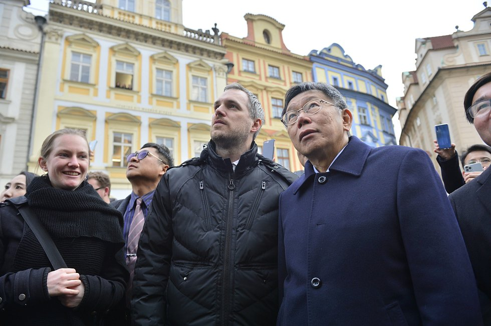 Pražský primátor Zdeněk Hřib a starosta Tchaj-peje Kche Wen-če podepsali 13. ledna 2020 v Praze partnerskou smlouvu o ekonomické, obchodní a kulturní spolupráci mezi oběma městy.