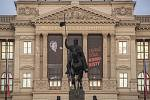 70. výročí procesu s Miladou Horákovou připomínají plakáty na pražských budovách. Na snímku Národní muzeum.