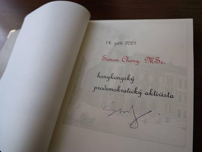 Z návštěvy hongkongského prodemokratického aktivisty Simona Chenga v Praze 3.