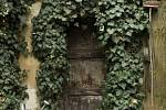 Ateliér sochařky Hany Wichterlové. Vchodové dveře.