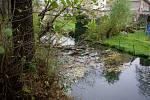 Pražané hází do místních potoků odpadky, matrace i elektrospotřebiče