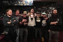 Pražská parta Kreas společně s kapelou Weedeater.