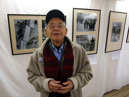 TŘICET LET JEDNOHO MÍSTA. Vilém Kropp (na snímku) zachytil na svých fotografiích náměstí a jeho proměny od padesátých do osmdesátých let.