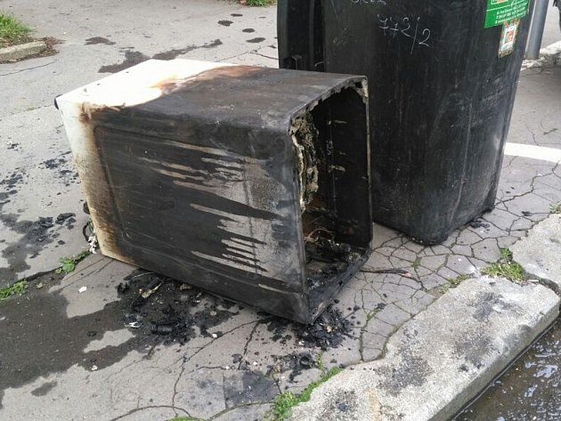 Požár bytu způsobila závada pračky.
