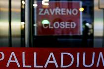 ZAVŘENO. Po požáru má obchodní centrum Palladium jestě stále zavřené brány. Obchodníkům to přináší nemalé starosti./Ilustrační foto