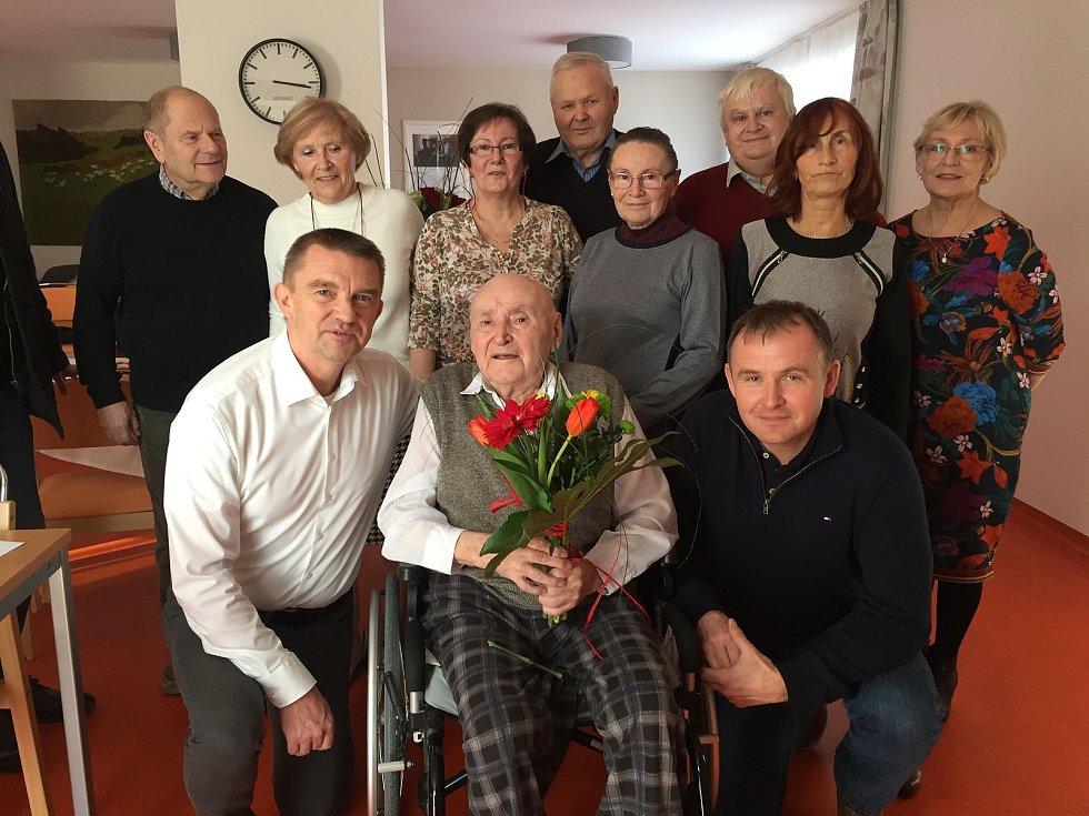 Alfred Baudyš s rodinou a zástupci Radotína