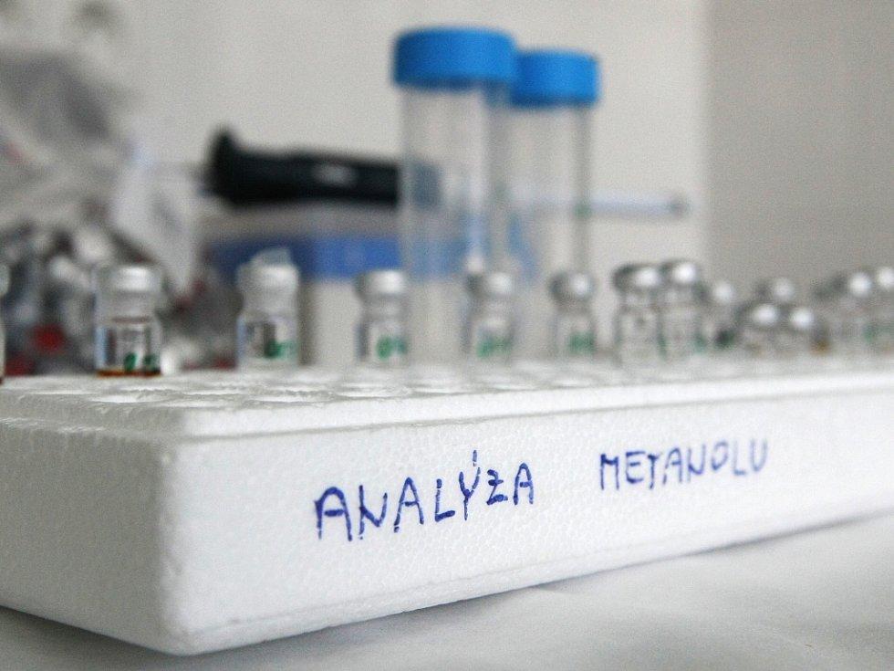 Analýza metanolu. Ilustrační foto.