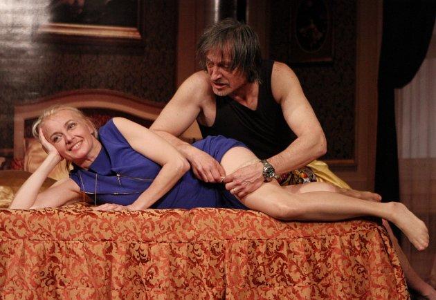 Martin Stropnický a Veronika Žilková ve hře Apartmá v hotelu Plaza.