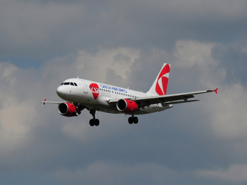 Letadlo Českých aerolinií Airbus A319 v Praze. Ilustrační foto.
