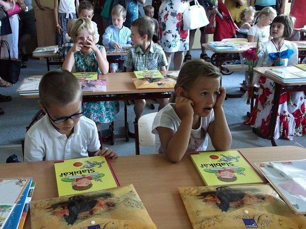 Do Základní školy Pod Žvahovem v Hlubočepech v úterý 1. září 2015 opět po jedenácti letech nastoupilo 18 žáků do první třídy.