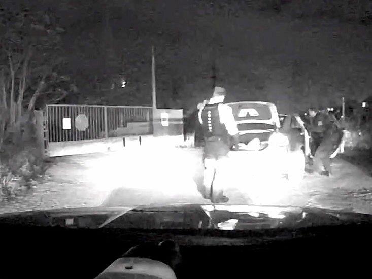Pražští celníci zadrželi po automobilové honičce řidiče vozu s maďarskou SPZ, který vezl syrské uprchlíky.