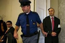 PODMÍNKA. Městský soud Jana Lochmanna nejdříve zprostil obžaloby, po odvolání státní zástupkyně mu ale vyměřil tři roky podmíněně.