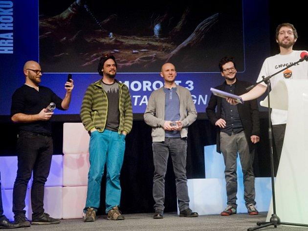 V kategorii Česká hra roku zvítězila hra Samorost 3 od studia Amanita Design ve složení (zleva): Adolf Lachman, David Oliva, Václav Blín, Tomáš Dvořák a Jakub Dvorský.