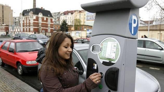 VOLNO NA VÁNOCE. Všechny parkovací automaty po Praze dostaly na státní svátky dovolenou. Tedy až na ty na Karlově náměstí.