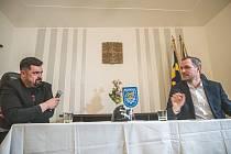 """Primátor Zdeněk Hřib měl """"na koberečku"""" řeporyjského starostu Pavla Novotného"""
