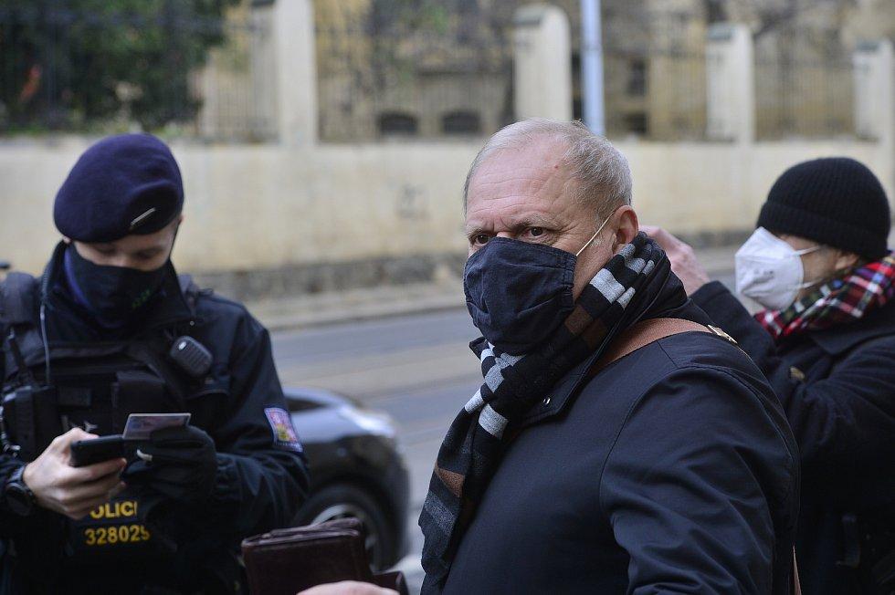 Drobní podnikatelé protestovali 1. prosince 2020 proti opatřením vlády. Předseda Podnikatelských odborů Radomil Bábek.